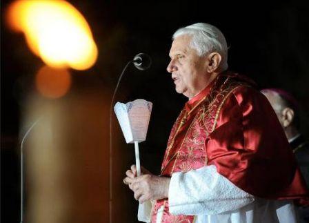 Benoît XVI - Procession aux flambeaux à Lourdes