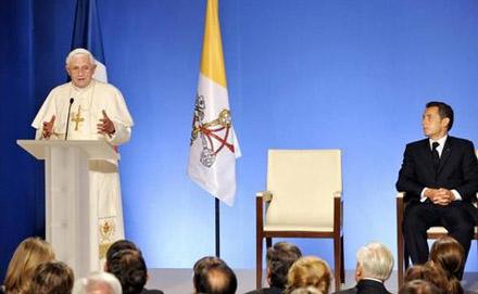 Benoît XVI reçu à l'Elysée par Nicolas Sarkozy