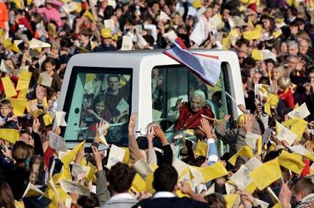 Arrivée de Benoît XVI aux Invalides