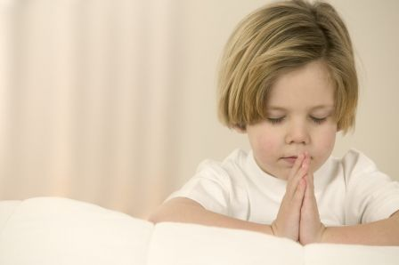 Enfant qui prie - Anuncioblog
