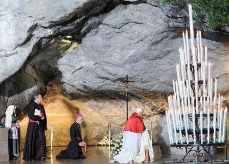 Benoît XVI à la Grotte de Lourdes