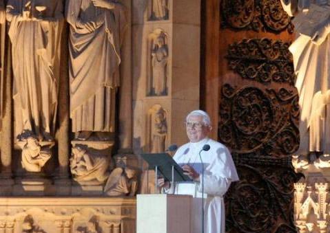 Benoît XVI s'adresse aux jeunes à Notre Dame de Paris