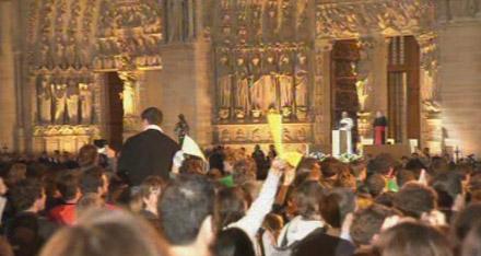 Benoît XVI s'adressant aux jeunes à Notre Dame de Paris