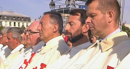 Chevaliers de l'Ordre de Malte lors de la messe de Benoît XVI aux Invalides